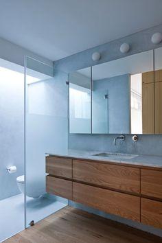 צילום: עמית גרון Brass Bathroom, Bathroom Inspiration, Pools, Toilet, Bathrooms, Shower, Interior Design, Future, Mirror