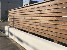 古いブロック塀 | 札幌のリフォーム・リノベーションならライフスタイル札幌へ Horizontal Fence, Front Fence, Sapporo, Backyard Fences, Curb Appeal, Blinds, Deck, Exterior, Wood