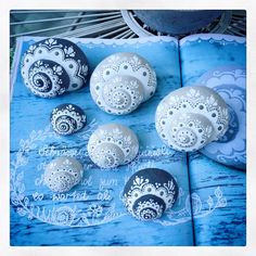 For a first impression - Sieda Beton website - For a first impression – Sieda Beton website You are in the right place about diy crafts Here we - Seashell Painting, Seashell Art, Seashell Crafts, Beach Crafts, Dot Painting, Stone Painting, Diy And Crafts, Arts And Crafts, Deco Marine