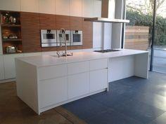 Corian, Modern Kitchen Design, Cool Kitchens, Layout, House Styles, Kitchen Ideas, Table, Furniture, Home Decor