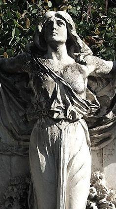 Sao Paulo Cemetery - Brazil -  Tedesco Family -  Detalhe de escultura no túmulo da família Tedesco. - By Sandro Fortunato