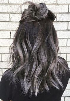 Best ombre hair looks that diversify common brown and blonde ombre hair 1 Silver Ombre Hair, Blonde Ombre, Hair Color Balayage, Gray Ombre, Ash Ombre, Black To Grey Ombre Hair, Brown Hair With Silver Highlights, Ombre Colour, Short Ombre
