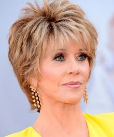 Most Stylish and Charming Jane Fonda Hairstyles. Everyone is mesmerized by the iconic style of the renowned Hollywood celebrity Jane Fonda. Jane Fonda Hairstyles, Short Hairstyles Over 50, Short Layered Haircuts, Haircuts For Fine Hair, Easy Hairstyles, Haircuts For Over 60, Layered Hairstyle, Stylish Haircuts, Best Short Haircuts