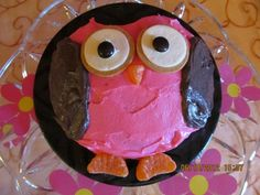 Libbbie's first birthday was owl themed and this is the smash cake I made for her.  Super easy and it turned out so cute :)