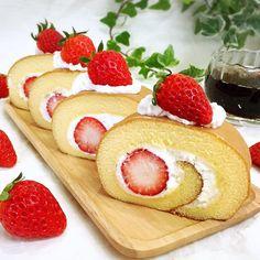 Saturday April 23 2016 いちごのロルケキ  またまた今日もロールケーキ焼いたよ() 最近ハマってるんだよね 丁寧に丁寧に巻いたからなかなか綺麗に巻けたでしょ それだけでテンションあがるぅ(ˊᗜˋ)و  #sweets#rollcake#swissroll#cake#teatime#foodstyling#dessert#onthetable#kurashiru#dolce#kaumo#coffeetime#strawberryrollcake #いちごロールケーキ#ロールケーキ#スイスロール#スイーツ#デザート#ケーキ#手作りスイーツ#おうちスイーツ#おうちカフェ#手作りおやつ#うちカフェ#手作りケーキ#手作りお菓子#デリスタグラマー#クッキングラム#夜カフェ# by fumifiore