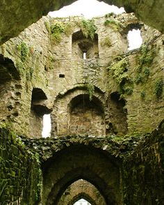 tower interior, trim castle, ireland | travel destinations in europe + ruins #wanderlust