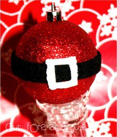 Inexpensive glittery red balls, felt strip for the belt, index paper buckle cutout painted iwth glitter glue. Our Forever House: {Christmas in July} - Santa Belt Ornament Santa Ornaments, Ornament Crafts, Diy Christmas Ornaments, Christmas Projects, Holiday Crafts, Holiday Fun, Christmas Bulbs, Christmas Decorations, Ball Ornaments