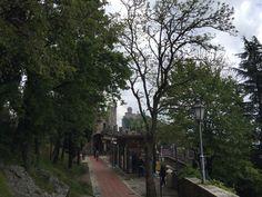 Paseo en el interior de la ciudad de Sanmarino