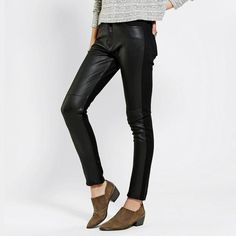 BDG Urban Outfitters Courtshop Black Skinny Pant BDG Courtshop  Black Skinny Pant Vegan leather front  Size:25  New without tags  Never worn or washed  Cotton/Lycra\Polyurethane Urban Outfitters Pants Skinny