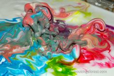 It's alive! One of the coolest science experiments ever!- cornstarch and water mixture moves to sound so kids can visually experience sound waves.
