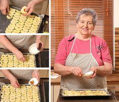 Očištěná jablka narovnejte vedle sebe a posypte skořicí a cukrem; Ondřej Hošt Le Chef, Mousse, Biscuits, Cereal, Sweet Tooth, Breakfast, Food, Anna, Crack Crackers