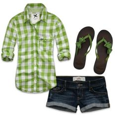 Love the green and bow flip flops LOLO Moda: Trendy women outfits, http://www.lolomoda.com