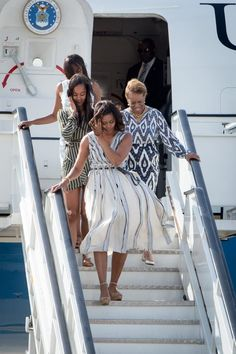 Pin for Later: Michelle Obama and Her Daughters Perfect the Art of Summer Style With Just 2 Easy Pieces