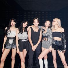 South Korean Girls, Korean Girl Groups, Korean Girl Band, Black Pink Kpop, Blackpink Photos, Group Photos, Blackpink Fashion, Korean Fashion, Pretty Asian