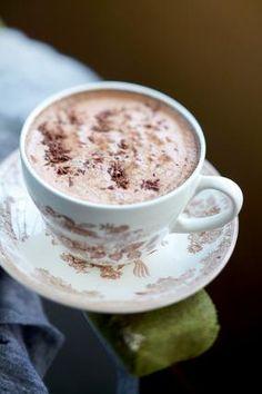 Yλικά 30 γρ. σοκολάτα κουβερτούρα 25 γρ. σοκολάτα γάλακτος 1 κουτ. σούπας μαρμελάδα κάστανο 200 ml γάλα 2 κουτ. γλυκού κονιάκ ½ κουτ. γλυκού καφέ στιγμιαίο ΓΙΑ ΤΟ ΣΕΡΒΙΡΙΣΜΑ 1-2 κουτ. σούπας σαντιγί Eκτέλεση Βράζουμε το γάλα μαζί με τη μαρμελάδα κάστανο σε κατσαρολάκι. Μόλις πάρει βράση, προσθέτουμε το κονιάκ και τον καφέ, ανακατεύουμε καλά και αφήνουμε το μείγμα στη φωτιά για ένα λεπτό ακόμα. Κόβουμε τη σοκολάτα σε Smoothies, Sweets, Chocolate, Cooking, Tableware, Drinks, Cupcakes, Food, Smoothie