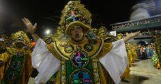 Passistas desfilam na Mocidade Independente de Padre Miguel-2015