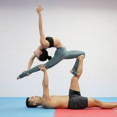 """1,016 Me gusta, 16 comentarios - David Ung (@superdaveyoga) en Instagram: """"There are many acroyoga offerings this weekend. Regular classes are Fri. 815pm and Sat. 12pm. Stay…"""""""