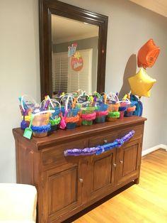 Hula gift pails