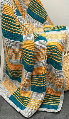 9 Tips for knitting – By Zazok Knitted Squares Pattern, Afghan Crochet Patterns, Baby Knitting Patterns, Knitting Stitches, Knitting Designs, Plaid Crochet, Knit Crochet, Booties Crochet, Blanket Crochet