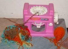 la maglieria magica di Barbie cosa avesse di magico non lo so! IO a parte dei tubi di maglia non ne ho mai cavato altro!
