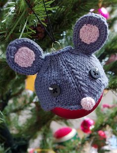 Free Knitting Pattern for Mouse Ornament Hat - Adorable mouse face slips onto an existing ball ornament or bauble for your Christmas tree. Designed by Luise Roberts. Christmas Knitting Patterns, Knitting Patterns Free, Free Pattern, Crochet Patterns, Holiday Ornaments, Christmas Crafts, Christmas Yarn, Christmas Printables, Christmas Ideas