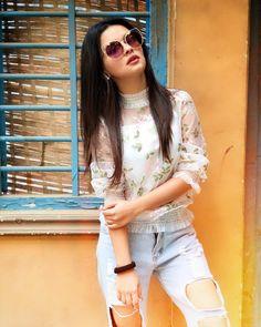 ✅ Avneet Kaur Beautiful HD Photoshoot Stills & Mobile Wallpapers HD - cloudnine. Stylish Girls Photos, Stylish Girl Pic, Girl Photos, Casual Outfits, Fashion Outfits, Fashion Trends, Modern Outfits, Girl Fashion, Teen Celebrities