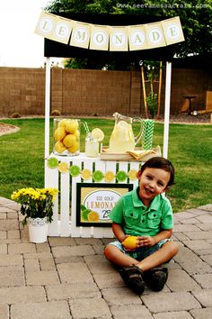 DIY Lemonade Stand - so simple... I'm so making this for the kiddos