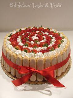 Torta fragole e crema diplomatica! Charlotte Dessert, Charlotte Cake, Creative Cake Decorating, Creative Cakes, Sweet Recipes, Cake Recipes, Dessert Recipes, Fresh Fruit Cake, Torte Cake
