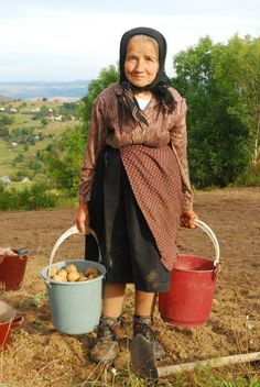 Meet local romanian people in the small mountain villages! Romanian People, Romanian Women, We Are The World, People Of The World, Beautiful Children, Beautiful People, People Need The Lord, Russian Culture, Bucharest Romania