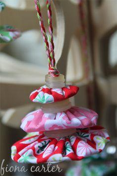 christmas yo yo | ... life: christmas ideas [day 5] : fabric yo-yos christmas tree ornaments
