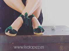 Verde que te quiero verde.. Alpargatas de terciopelo...Disponible en la web.. . ❤www.lisalopez.es ❤ #alpargatasmallorca ,#velvet ,#terciopelo ,#verde ,#lisalopezes ,#porcelana ,#sandaliasnovia ,#invitadasboda ,#invitadaperfecta,#cuñasnovias,#shoeslover ,#shoes,#brideshoes,#mallorca,#madrid,#barcelona ,#Ibiza ,#bridemaids ,#moda,#tendencias ,#weedingblogger ,#weddingidea