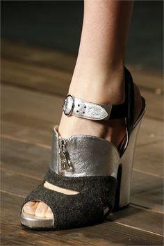 La petite robe noire: Autunno/Inverno 2013-14: il sandalo più glamour lo firma Miuccia Prada