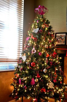 change your christmas tree to a valentines day tree