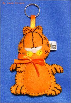 Lindo Chaveiro Garfield em feltro ? <br> <br>Com enchimento em fibra sintética. <br> <br>Pode ser também lindas lembrancinhas de Aniversário,nascimento e etc. <br> <br>Peça já sua peça :) <br> <br>O chaveiro tem 8 cm de altura. <br> <br> <br> <br>Pode ser confeccionado em várias cores e/ou estampas (verifique a disponibilidade). <br> <br>Obs: o prazo de confecção do produto começa a contar a partir da confirmação do pagamento.