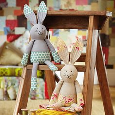 These big-eared bunnies by Jo Carter have taken a quick dip in pretty prints. We're sharing the free tutorial for Sew a Softie 2017. Hop to it!
