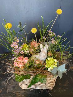 Das Ostergeschenk ohne Kalorien😊 Floral Wreath, Wreaths, Flowers, Plants, Home Decor, Urn, Easter Activities, Floral Crown, Decoration Home