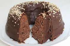 Heippa!   Kun tulee tarvetta saada jotain helppoa ja nopeaa leivonnaista, tämä on oiva kakku siihen. Ohje löytyy blogistani täältä . Tällä... Sweet Recipes, Cake Recipes, Decadent Cakes, Sweet Pastries, Pastry Cake, Food Cakes, Desert Recipes, Coffee Cake, Yummy Cakes