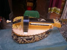 Ghironda a liuto di Sergio Verna Music Bulletin Boards, Hurdy Gurdy, Hammered Dulcimer, Musical Instruments, Acoustic, Guitars, Musicals, Music Instruments, Ropes
