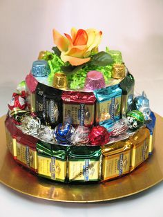 Learn how to make candy bouquets – Candy Bouquet Designs books. Start Candy Bouquet and Gift Basket Business or Do it for a hobby! Candy Cakes, Candy Favors, Candy Gifts, Ghirardelli Chocolate, Chocolate Gifts, Chocolate Lovers, Food Bouquet, Candy Bouquet, Candy Bar Cards