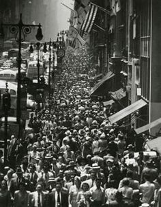 Lunch rush hour, 46th Street and 5th Avenue, 1950. Photo by Andreas Feininger. | Andreas Feininger: Wow...
