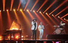 """Österreich - The Makemakes mit """"I Am Yours"""" (KURIER/Franz Gruber) Mehr Bilder vom #ESC Finale finden Sie auf http://kurier.at/songcontest."""