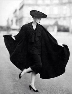 Mrs-Arlena — gaga-famous:   Dovima in Harper's Bazaar, 1950's