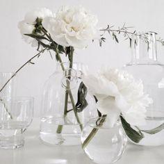 Clear Minimalism / Peonies / Wedding Style Inspiration / LANE (instagram: the_lane)