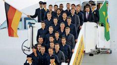 Gruppenfoto mit Crew: Das deutsche WM-Team kurz vor dem Abflug