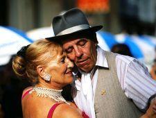 Фестиваль танго - это восхваление жанра во всех его разновидностях, движущей силой которого является ряд мероприятий, продолжающихся на протяжении года, как то: поощрение создания новых работ, восстановление наследия жанра, ...