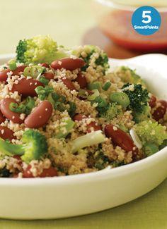 Ensalada de Cuscús de Trigo Integral - Una versión vegetariana de un clásico marroquí, sírvela con un caldo de tomate condimentado.