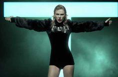 <i>Look What You Made Me Do</i> a son clip qui ne ressemble en rien à ce que Taylor Swift nous a habitué jusque-là. La chanteuse propose une vidéo sombre et gothique où elle invite des zombies à son image...