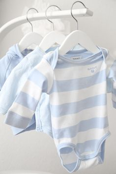 Trendenser - baby blue and white striped outfits by Gant.