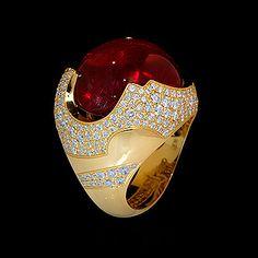 Ring Caramel,Yellow gold 750, Tourmaline rubellite 26,02 ct., Diamonds by ATELIER MOUSSON