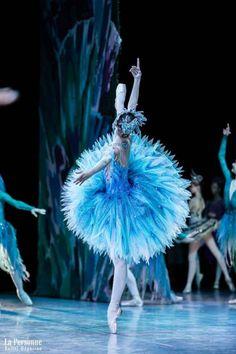 — Vaganova Ballet Academy graduation performance at… – Abschlussfeier der Vaganova Ballet Academy am … Art Ballet, Ballet Dancers, Ballet Pictures, Dance Pictures, Ballet Costumes, Dance Costumes, Party Costumes, Carnival Costumes, Vaganova Ballet Academy